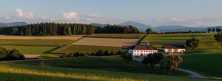 Landwirt Kastenberger - Unser Hof inmitten der Felder